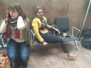Guarda la versione ingrandita di Bruxelles, chi è la donna della FOTO simbolo degli attacchi