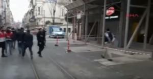 Guarda la versione ingrandita di Istanbul, esplosione in viale Istiklal. Almeno due morti
