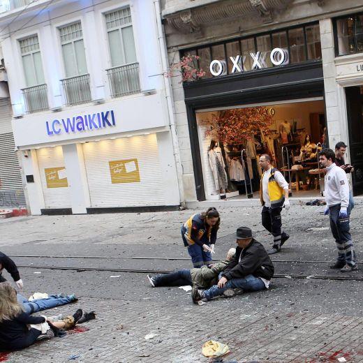 Istanbul, esplosione in viale Istiklal. Morti tra i turisti24