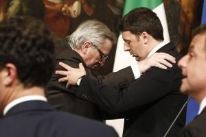 Guarda la versione ingrandita di Il Premier Matteo Renzi e il Commissario Europeo Jean-Claude Juncker a Palazzo Chigi, Roma, 26 Febbraio 2016. ANSA/ GIUSEPPE LAMI