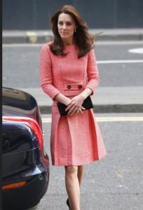 Kate Middleton lancia nuova stilista: a ruba questo abito