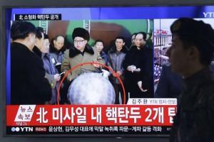 Guarda la versione ingrandita di Corea del Nord, FOTO Kim Jong-un con bomba nucleare
