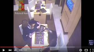 YOUTUBE Gioielleria, Ruba orologio 136mila€. Trucco borsetta