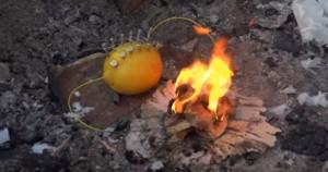 Limone utilizzato per accendere un fuoco, ecco come