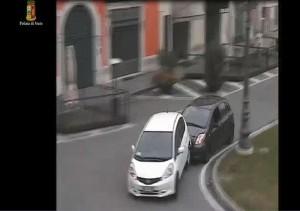 YOUTUBE Litigano per precedenza. Toyota insegue Honda con bimbi a bordo