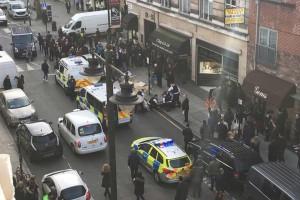 Arresti a Londra: sospetto ammanettato tra i passanti FOTO