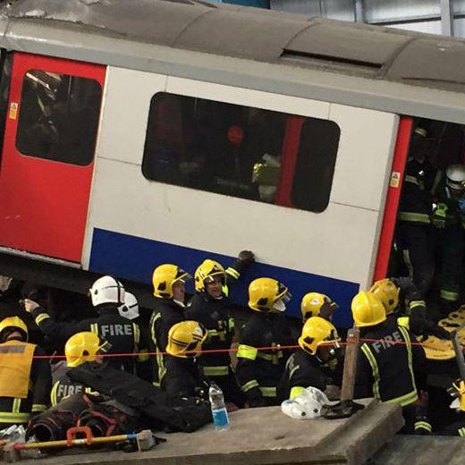Londra, crolla palazzo su metro. Ma è solo esercitazione...06