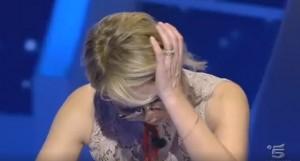 VIDEO C'è Posta per te, Maria De Filippi piange in diretta