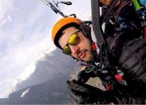 Guarda la versione ingrandita di Matteo Salvini in parapedio sulle montagne della Val Rendena (Trento), 28 marzo 2016. ANSA/FACEBOOK MATTEO SALVINI
