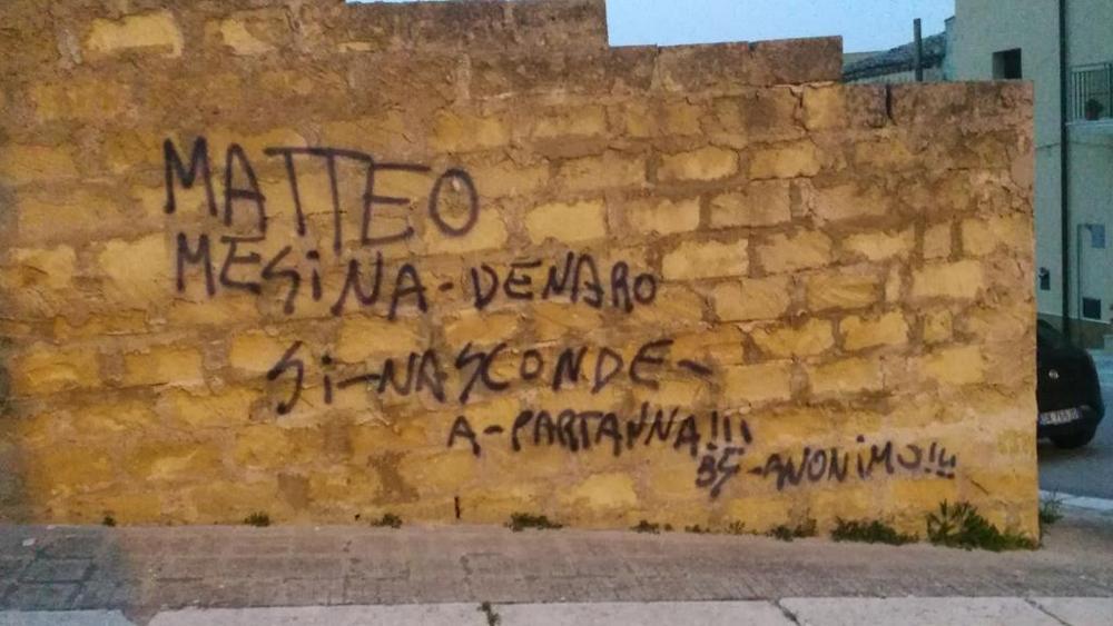 """""""Matteo Messina Denaro è qui"""": scritta su muro in Sicilia"""
