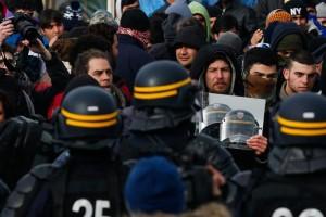 """""""Terroristi Isis nascosti tra migranti"""": allarme della Nato"""