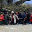 Migranti attraversano fiume in piena: 3 morti in Macedonia 10