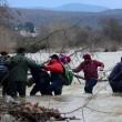 Migranti attraversano fiume in piena: 3 morti in Macedonia 13