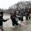 Migranti attraversano fiume in piena: 3 morti in Macedonia 2
