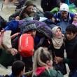 Migranti attraversano fiume in piena: 3 morti in Macedonia 8