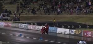 Moto si sfidano in gara e non partono, i due piloti