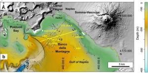 Guarda la versione ingrandita di Napoli, sotto il mare un'altra bolla vulcanica: emette gas