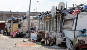 Roma, bastonate a donna incinta: arresti nel campo nomadi