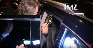 YOUTUBE Leonardo DiCaprio vince Oscar e lo dimentica al bar
