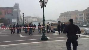Guarda la versione ingrandita di Allarme bomba Venezia: pacco in stazione Santa Lucia