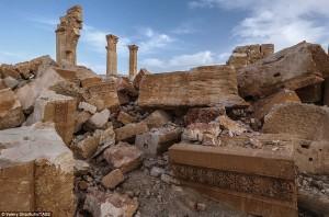 Guarda la versione ingrandita di Palmira liberata da Isis. Ricostruzione, il jolly di Putin
