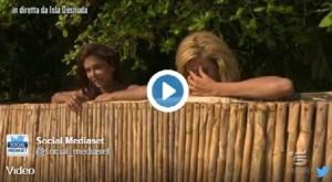 Isola dei Famosi, Paola Caruso festeggia troppo e...VIDEO