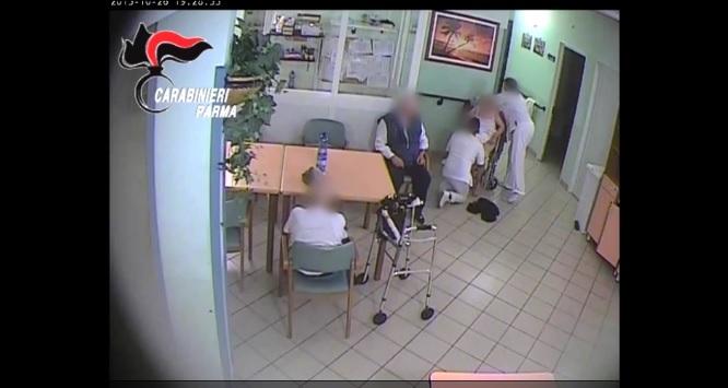 Parma, ospizio lager anziani costretti a mangiare per terra2