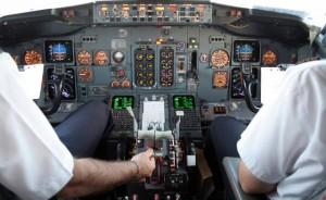 """Pilota scrive sms a moglie: """"Se mi lasci faccio cadere aereo"""""""