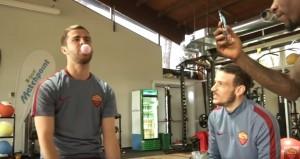 #UnexpectedBet, Pjanic e il palloncino col chewingum VIDEO