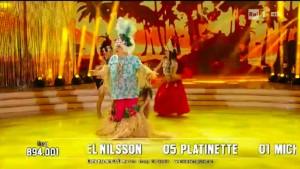 Guarda la versione ingrandita di Platinette perde gonnellino a Ballando con le Stelle VIDEO