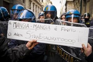 Polizia, sciopero della fame contro tagli. Tonelli ha malore