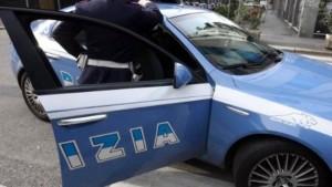 Guarda la versione ingrandita di Napoli, rapina da parrucchiere: inseguimento e arresto