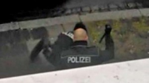 Poliziotti tedeschi, se gli fanno saltare nervi diventano...