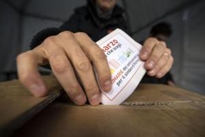 Primarie Pd, vince Renzi: Giachetti a Roma, Valente a Napoli