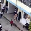 YOUTUBE Prof nudo tenta di stuprare studentessa in strada 2
