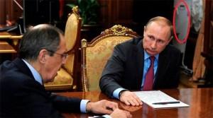 Guarda la versione ingrandita di Vladimir Putin ufficio, oggetto misterioso. Cos'è? FOTO