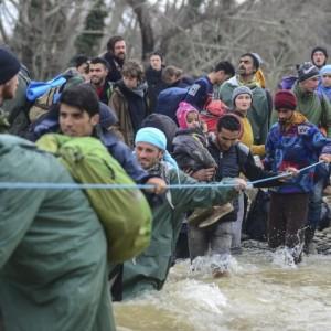 Guarda la versione ingrandita di Migranti morti mentre attraversavano fiume confine