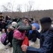 YOUTUBE Migranti morti mentre attraversavano fiume confine 5