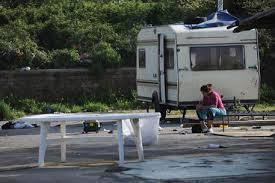 Padova, sbarre al parcheggio per fermare le roulotte dei rom