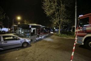 Roma, via Prenestina: auto contro bus, un morto e 3 feriti (foto Ansa)