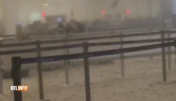 Bruxelles, aeroporto: passeggeri sotto choc dopo bombe