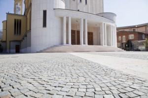 Guarda la versione ingrandita di Agropoli, rissa con catene sul sagrato della chiesa