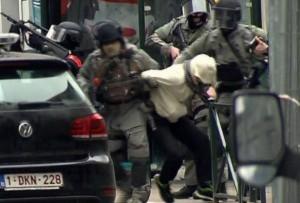 Guarda la versione ingrandita di Salah Abdeslam al momento dell'arresto