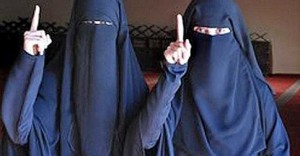 "Isis, austriache Samra e Sabina date in ""dono"" ai jihadisti"