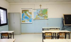 Imperia, si staccano piastrelle del pavimento a scuola