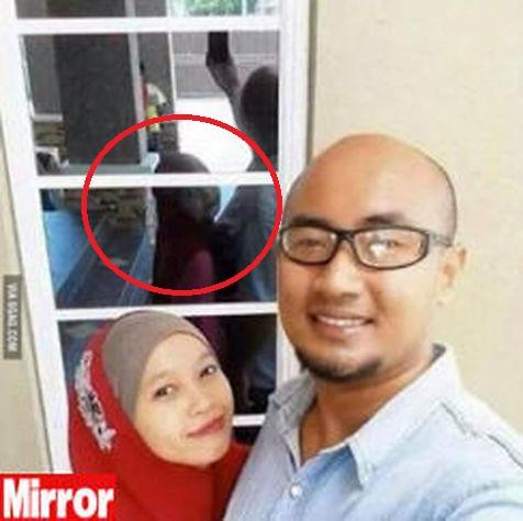 Si fanno selfie, ma c'è dettaglio inquietante 02