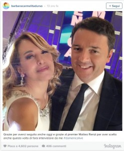 Guarda la versione ingrandita di Renzi, terza volta da D'Urso. Selfie e presenta Ivana SpagnA
