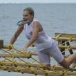 Isola, infortunio per Simona Ventura nella prova leader 01