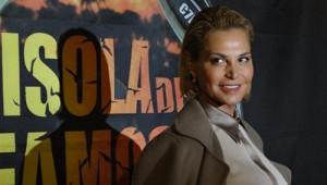 Guarda la versione ingrandita di Isola dei Famosi, cast: Simona Ventura, Claudia Galanti…