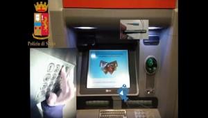 Bancomat, rubavano codici con skimmer e telecamere